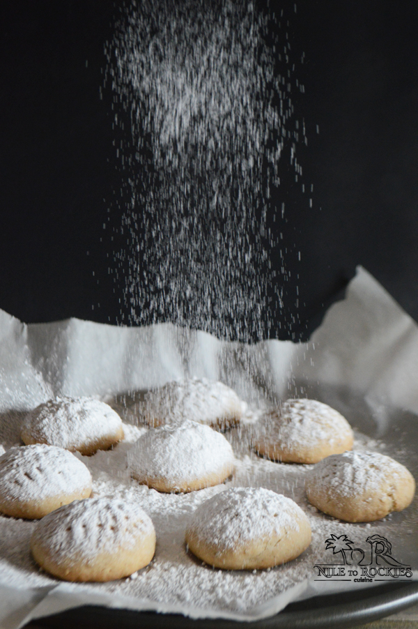 Round Eid cookies, super buttery, dusted with powdered sugar, with a delicious surprise in the middle. You'll feel that one is more than enough, but believe me you'll keep coming back for more.