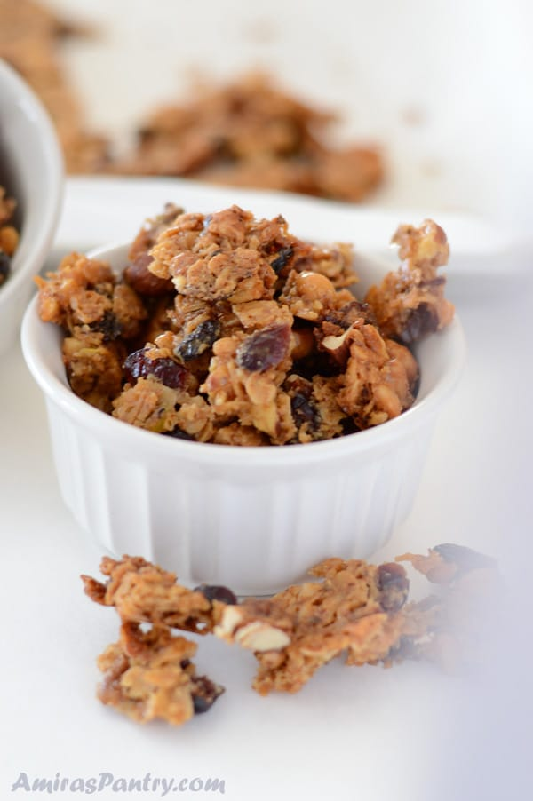 Amazing and highly addicting homemade baklava granola chunks. As nutty and as sweet as the traditional baklava, these granola baklava bites are an easier way to get your baklava fix.