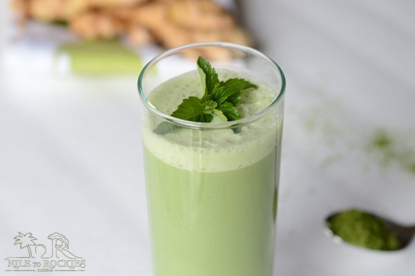 Earthy, sweet, spicy and creamy smoothie. A matcha ginger green tea smoothie recipe that tastes good, I would even go so far as to say it tastes great. This matcha green tea smoothie will completely change your breakfast way.