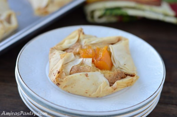 Crispy sheets of phyllo dough surrounding sweet and nutty pumpkin almond filling, finished with a crown of sweetened pumpkin. A delicious and easy treat to celebrate Fall.