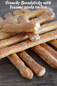 Crunchy breadsticks with sesame seeds on top (AKA Bosomat)