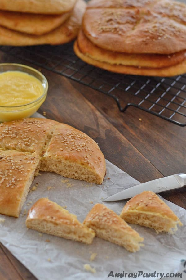 Khobz a traditional moroccan bread amiras pantry give your dinner table a fancy look with this easy moroccan bread recipe a shiny forumfinder Images