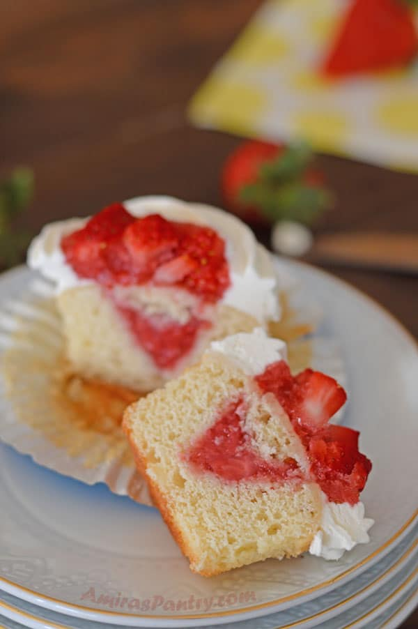 Fresh strawberry topped vanilla cupcakes, fluffy, sweet with a delightful filling. Perfect to welcome spring.
