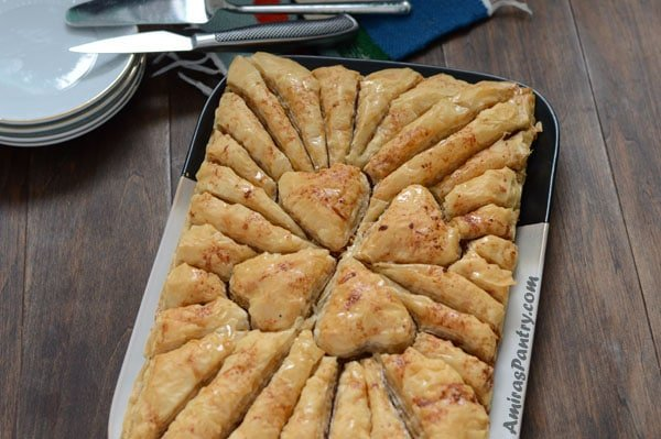 Celebrate Valentine's day - or actually any day- with this easy Valentine's dessert. This is a heart melting, lip smacking, finger licking and above all good looking baklava dessert.
