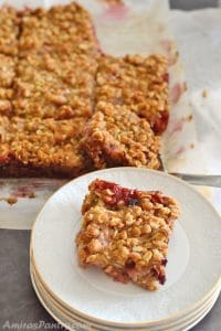 Strawberry Rhubarb Crumble Bars