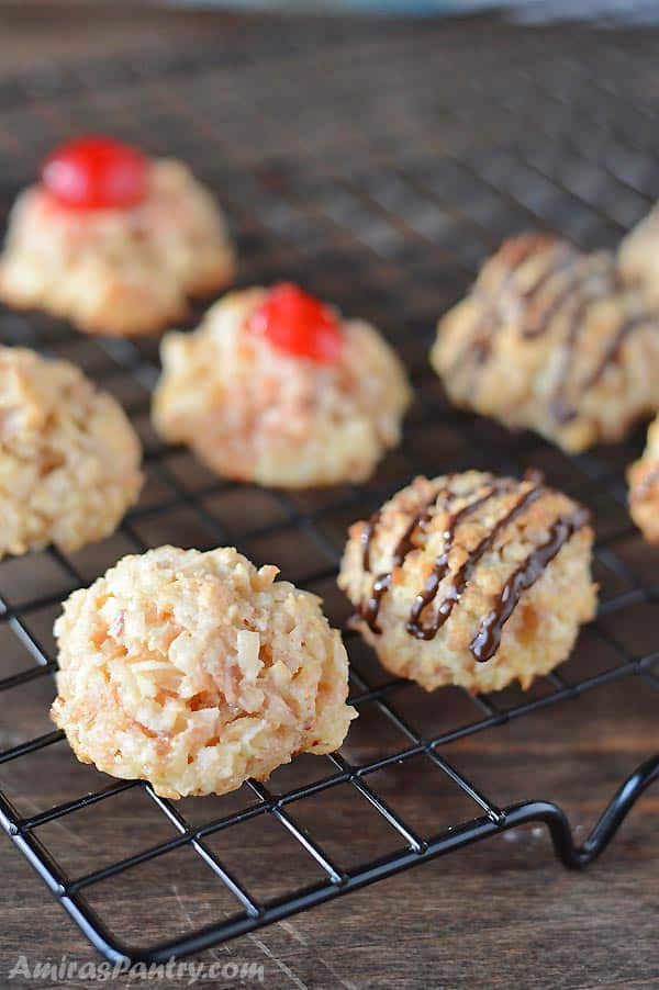 coconut macaroons place on a cooling rack.