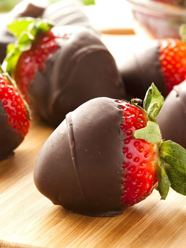 chocolate covered strawberries ona wooden table.