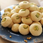 A pile of ghraybeh on a blue plate.